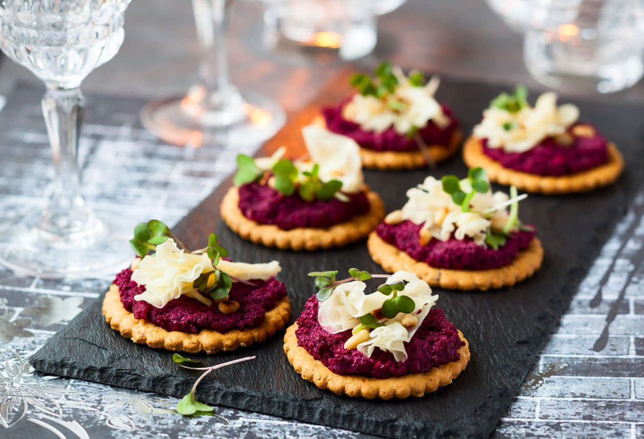 Cracker Beetroot with Pesto Cheese